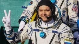 Видео: Российские космонавты поздравили землян прямо сорбиты