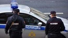 Видео: ВЯрославле мужчина сканцелярским ножом набросился натаксиста