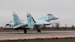 Видео: Минобороны показало взлет истребителей Су-27 всильнейший ливень