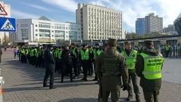 Дебаты Порошенко иЗеленского: Полиция стягивается, люди митингуют— видео