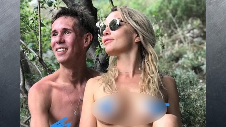 «Фото удалят»: Панин показал подписчикам абсолютно голую подружку
