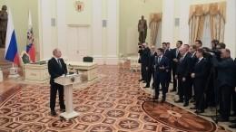 Видео: Владимир Путин встретился свыпускниками программы кадрового резерва