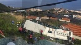 Видео: Автобус стуристами перевернулся вПортугалии— есть погибшие