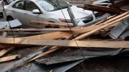 Лист железа, сорвавшийся скрыши завода, убил людей вКрасняорске