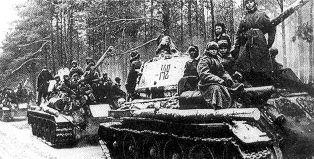 Советские танки во время наступления на Одере, 1945 год.