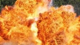 Хаос иразруха: Страшные кадры сместа взрывов наШри-Ланке— видео