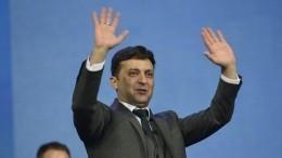 Выборы наУкраине: Зеленский показывает бюллетень, Порошенко агитирует завышиванку