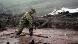 Видео: Оползни инаводнение— Погода нещадит Колумбию иКанаду