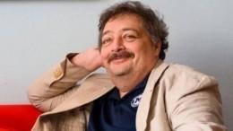 «Страшно благодарен»: писатель Быков обратился кпоклонникам после выхода изкомы