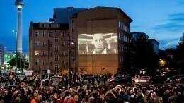 Видео: Премьера нового клипа Rammstein напесню «Radio» вБерлине