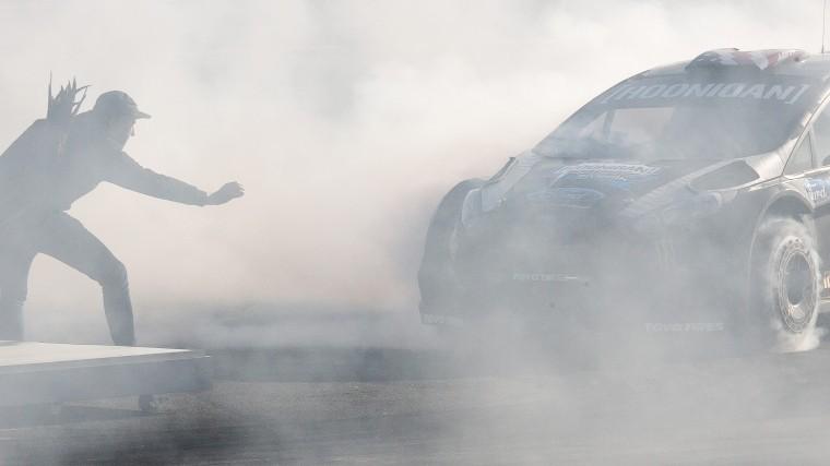 Жуткие кадры: Водитель врезался втолпу зрителей вовремя автошоу вОрле