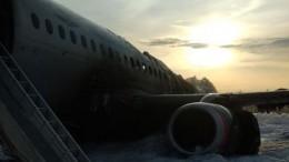 Тринадцать человек погибли при аварийной посадке Superjet-100 в«Шереметьево»