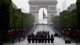 Видео: «Бессмертный полк» прошагал поулицам Парижа