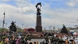 Видео: Парады Победы прошли вгородах Дальнего Востока иСибири