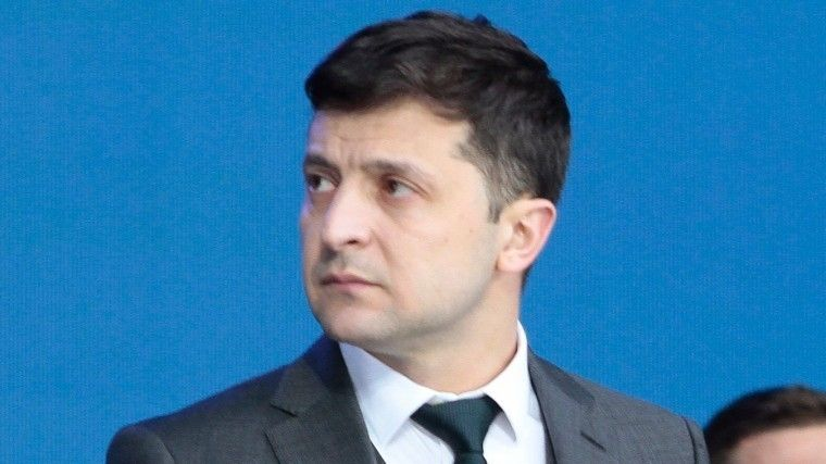 Владимир Зеленский назвал 9мая «Днем благодарения» ипосетил могилу деда