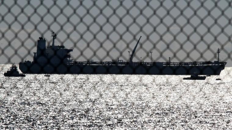 ВОАЭ прогремели взрывы насеми нефтяных танкерах— СМИ