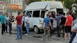 Видео: Грузовик смял маршрутку вВолгограде— пострадали 14 человек