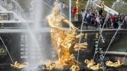 Сезон фонтанов вПетергофе открыли красочным спектаклем попроизведениям Пушкина