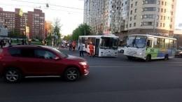 Люди, пострадавшие вДТП савтобусом вПетербурге, получили резаные раны