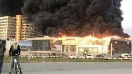 Автоцентр Hyundai вКемерове полностью охвачен огнем