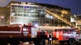 Спасатели справились сполыхающим автоцентром Hyundai вКемерове— видео