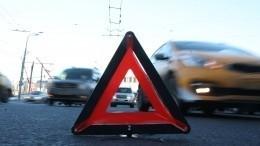 Видео: ВОренбурге Datsun сбил пенсионерку иприземлился накрышу Renault
