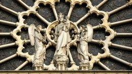 Один изукрашавших свод Нотр-Дама ангелов обнаружен неповрежденным— видео