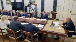 Путин поручил держать наособом контроле вопрос задержки зарплат напроизводстве