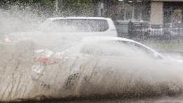 Видео: проливные дожди превратили дороги Тулы вреки