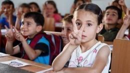 Видео: Сирийские школьники возвращаются запарты после освобождения города