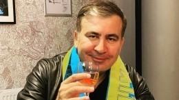«Борщ спампушками ждет»: Саакашвили отказался отеды всамолете напути вКиев