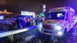 Шестнадцать человек пропали без вести после крушения катера вБудапеште