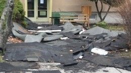 Видео: Ураган вНовосибирске срывает сдомов крыши