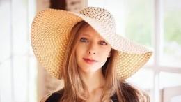 «Изсундука»: Арзамасова сразила поклонников дерзким исексуальным фото