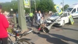 Появилось видео аварии— «Рено Логан» влетел втолпу людей вПетербурге