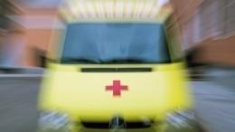 Автобус столкнулся сКАМАЗом ипротаранил остановку вМоскве— есть пострадавшие
