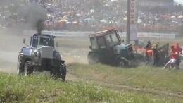 Видео: Трактор въехал вгруппу журналистов на«Бизон Трек Шоу» вРостове-на-Дону
