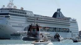 Россияне непострадали при столкновении круизного лайнера спрогулочным судном вВенеции