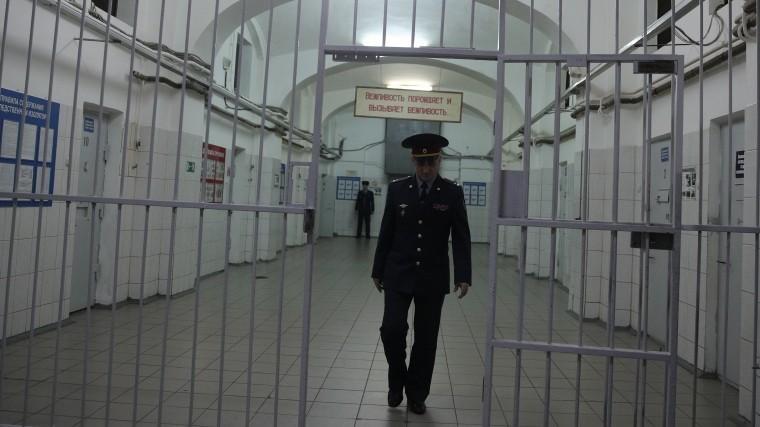 Начальника колонии вОрловской области уволят после «пасхального банкета»