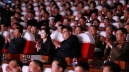 Якобы репрессированный чиновник изКНДР пришел наконцерт сКим Чен Ыном