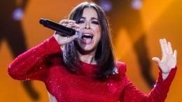 «Новая жизнь»: Ани Лорак распрощалась сконцертной командой иуехала вСША