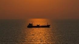 Грузовое судно потерпело кораблекрушение уберегов Индонезии