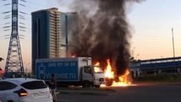 Видео: Два автомобиля сгорели вМоскве