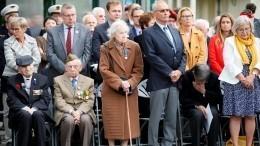 Два десантника старше 90 лет прыгнули спарашютом вчесть годовщины «Дня Д»