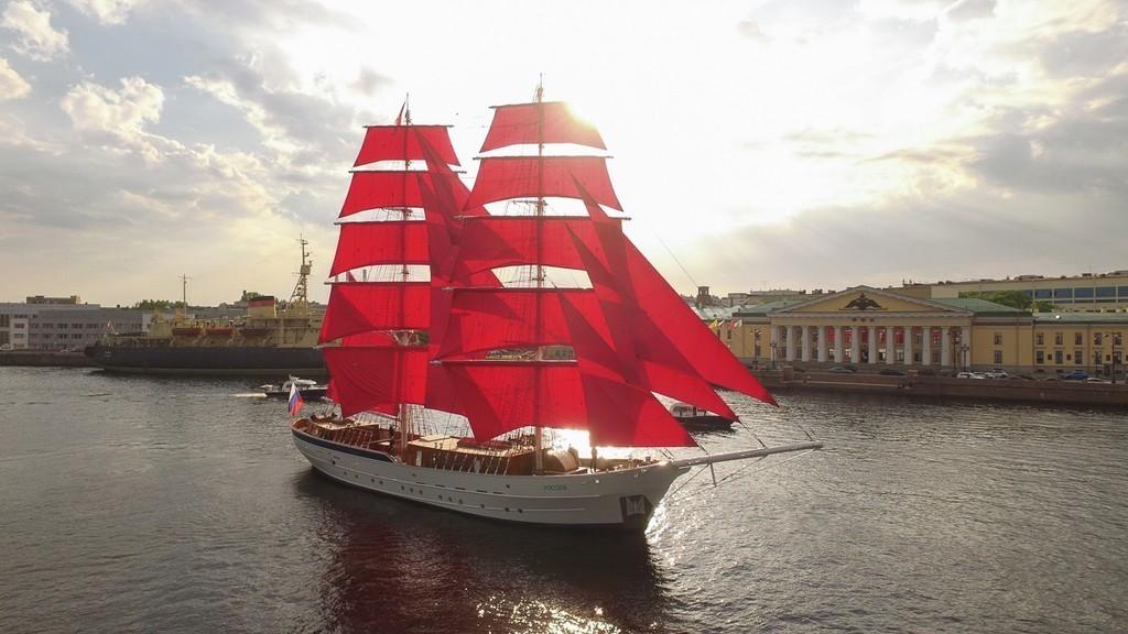 Бриг «Россия» поднял алые паруса, Петербург, 2019 год.
