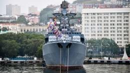 Видео: Американцы восхищены реакцией моряков РФнасближение скрейсером ВМС США