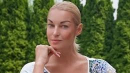 Видео: Волочкова публично поцеловала вгубы своего партнера пошоу вАнапе