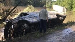 Машина стонной опасных химикатов опрокинулась вреку наУкраине