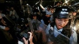ВКитае полиция разогнала протестующих против нового закона дубинками игазом