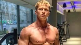 «Адреналин зашкаливает»: Звезда фильма «Чемпион» обнажил торс навстрече сольвом